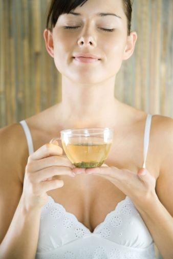 Zayıflamak adına ağızdan alınan hapları, çayları, içecekleri değerlendirirsek, bunlar metabolizmayı hızlandırmaz. Bunların olumlu etkileri son derece sınırlıdır, dolayısıyla bunları zayıflama amacıyla kullanmak doğru olmayacaktır. Bu maddelerin bir kısmı vücuttan su atıcı maddelerdir. Yine görünüşte zayıflamış gibi görünseniz de bu sadece su kaybıdır.